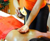 Massage mit warmen Wachs